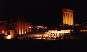 Vom Beginn Orient meets Occident: Chor in Baalbek